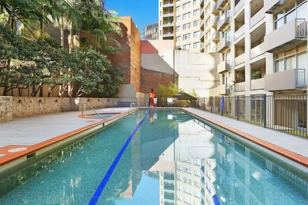 Modern Surry Hills Apartment & Pool - Surry Hills