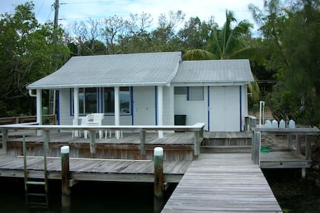 Captain's Seaside Cottage, Includes Dock! - Man O War - Дом