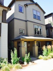 Beautiful Executive Home - Beaverton - Hus