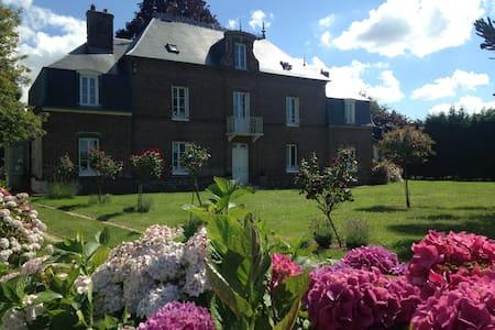 Normandie proche golf -1h15 Paris Maison de maître - La Haye-du-Theil - House