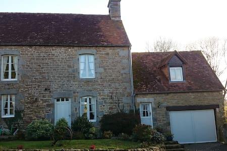 Farmhouse & Gables with heated swimming pool - Saint-Sauveur-de-Carrouges - Haus