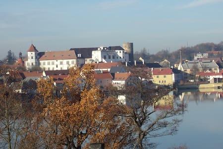 Nově zařízený a zrekostruovaný byt - Jindřichův Hradec