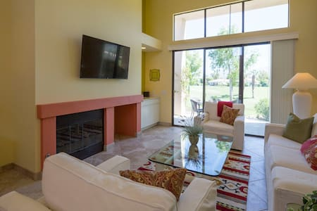 Newly Remodeled! Comfortable Desert & Golf Living - La Quinta - Appartement en résidence