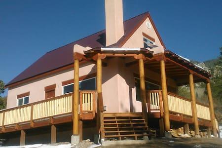 """""""El Refugio"""" Exquisite Mountain Cabin - Questa - Natur-Lodge"""