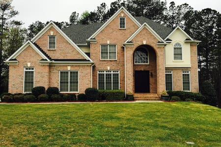 Charming Home in premier community - Suwanee - Haus