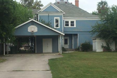 Neel's House - House