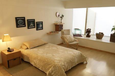 Amplia habitación en Zona tranquila - Zapopan - Casa