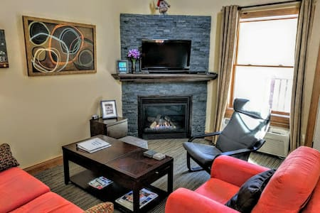 5 Star, Conveniently Located,  Clean, Quiet Condo - Mont-Tremblant - Appartamento