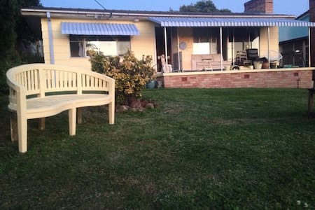 Charming Holiday Cottage - Soldiers Point