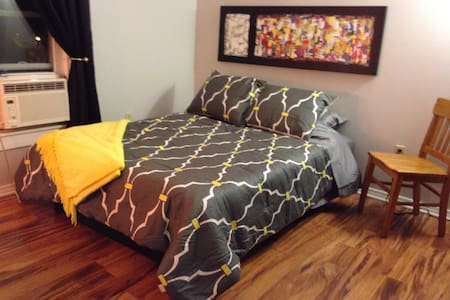 Clean and Cozy Downtown Traverse City Apartment - Traverse City - Apartment