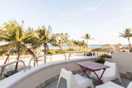Spectacular Oceanfront Balcony - Apartment