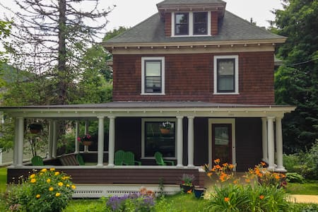 Historic Housatonic Victorian - Great Barrington - House