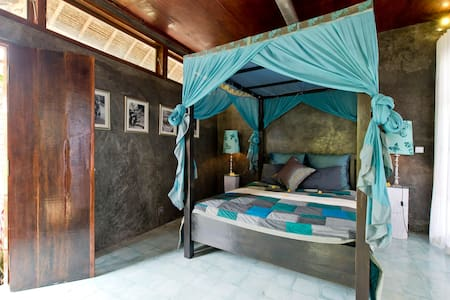 We have created this unique accommodation with an eye towards eco living crafted by local artisans. Tucked away down a foot path amongst the secluded magical rice fields of bali we are just a short walk to central Ubud but a world away.