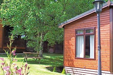 Beautiful 2 bedroom log cabin, sleeps 4 - Otterham - Cabanya