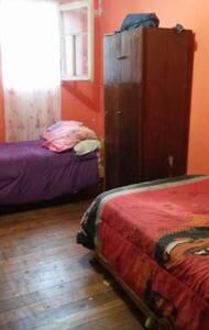Pieza 2 camas baño compartido - Slaapzaal