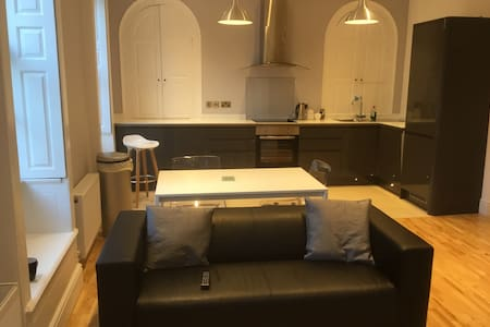 High quality newly renovated city centre apartment - Worcester - Apartment