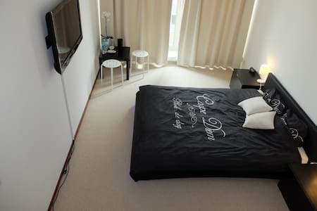Large room 15 mins from Central Station - Byt