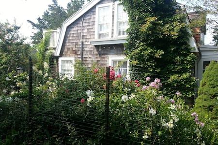 Cherry Grove, NY - Maison