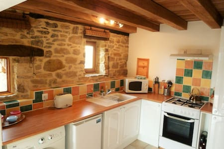Bakehouse conversion, Sarlat, great views and pool - Sarlat-la-Canéda - House