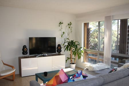 Cozy and Clean Private Room & Bathroom, Good Vibes - Culver City - Flat