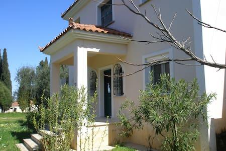 Original and quiet house close to the mountain - Casa