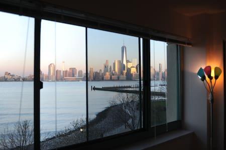 Modern building,10 mins 2 Manhattan - Jersey City - Apartment
