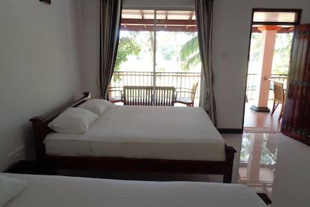 Man Guest Polonnaruwa - Bed & Breakfast