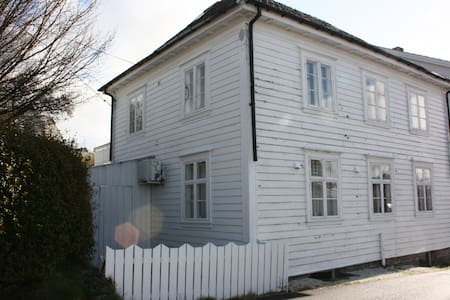 Feriehus sentralt på Halsnøy - Haus