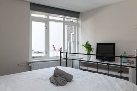Central Room in the heart of A'dam! - Appartement