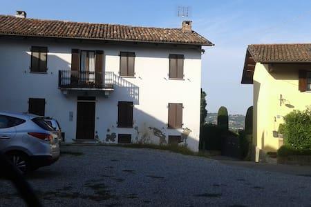 Casa dei ciliegi..un casale nell'alto Monferrato.. - Haus