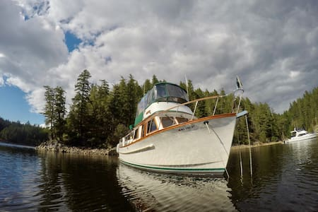 Cruise and Camp in the San Juan Islands - Friday Harbor - Barca