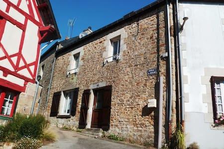 Gîte à louer en centre ville de Guémené s/ Scorff - Hus