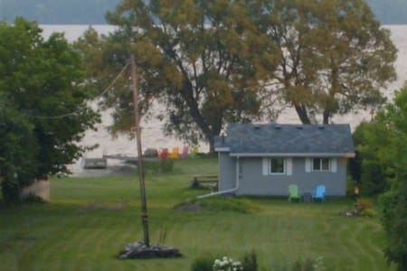 Cottage on the Bay of Quinte - Kabin
