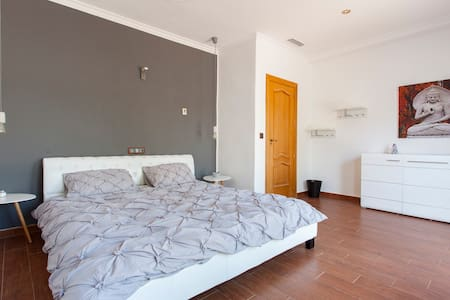 Charmantes Doppelzimmer mit Terasse - San Fulgencio - Bed & Breakfast