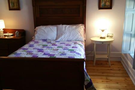 The Greene House Inn Lavender Room - Fort Plain