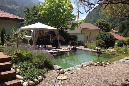 Schöne Unterkunft voller Liebe - Wimmis - Haus