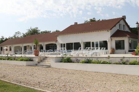 AUSSI TRÈS AGRÉABLE EN HIVER  !!!! - Muids - Huis