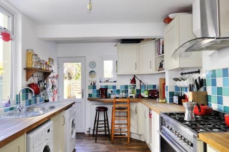 2 bed Family House close to sea - Worthing