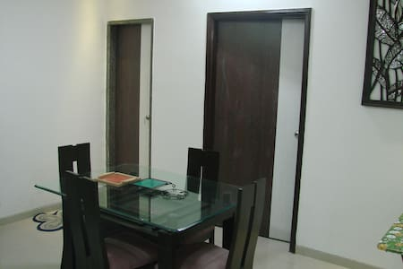 Spacious Luxury Room at Ghansoli - Navi Mumbai - Apartament