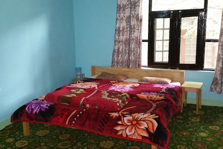 Room in close proximity to Dal Lake - Bed & Breakfast