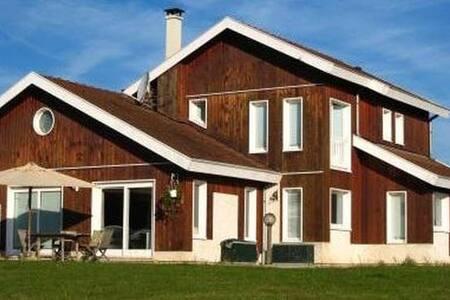 Maison Familiale Piscine & Tennis - Hus