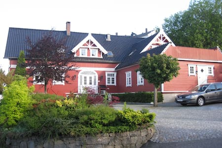 Cosy renovated apartment in swiss-style mansion - Kristiansand