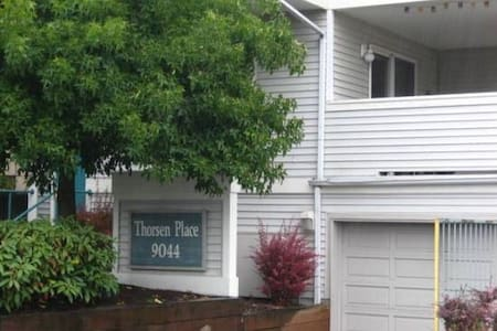 Wonderful 1BD apt with room for 4!! - Seattle - Apartment
