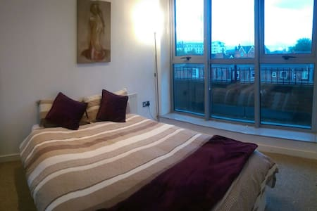 Double bedroom near city centre - Apartamento