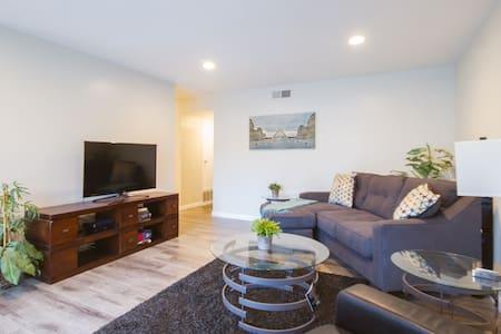 Cozy Condo Near Disney & Many OC Attractions - Appartement en résidence