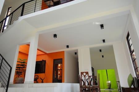 Tropical Trees - Colombo - Rumah