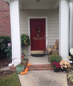 Location, location, location! - Chapel Hill - Townhouse