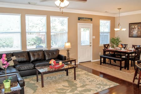 Comfortable 3 Bedroom Home in Excellent Katy - Townhouse