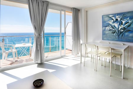 GARBI LLORET CENTER, BEACHFRONT SEA VIEWS, Wi-Fi - Kondominium