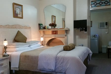 Queen Victoria Suite - Boutique Motel Sefton House - Guesthouse